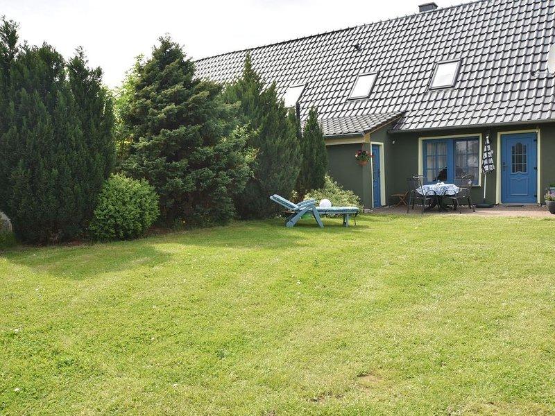 Cosy Apartment in Garz with Garden, location de vacances à Greifswald