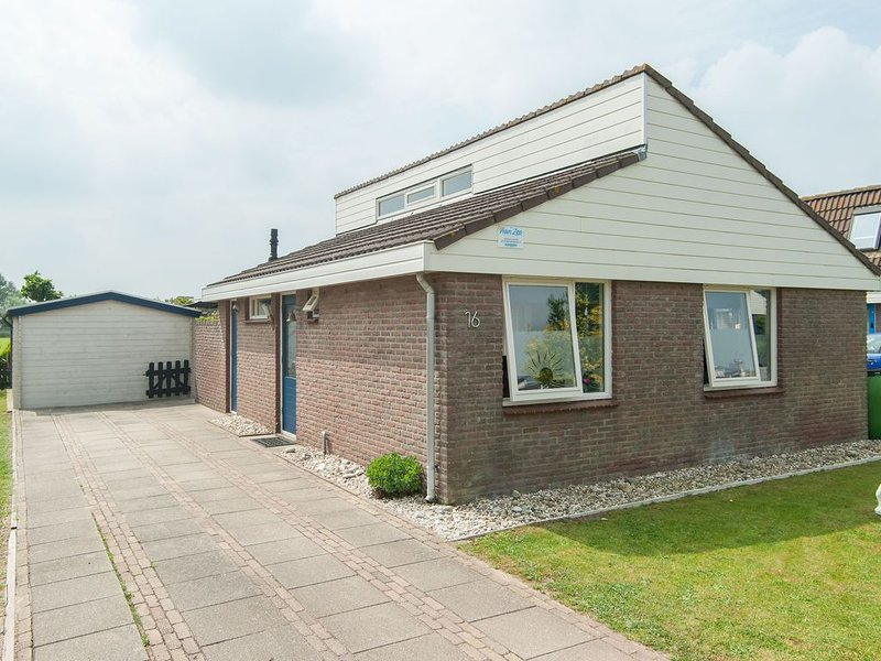 Luxury Holiday Home in Egmond aan den Hoef with Garden, holiday rental in Egmond aan den Hoef