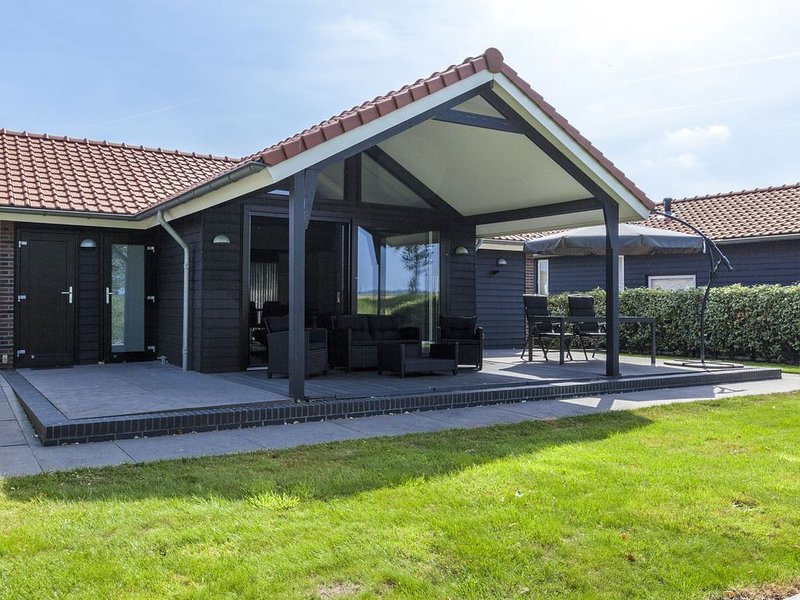 Comfortable holiday home with amazing views and lovely terrace, holiday rental in Baarland