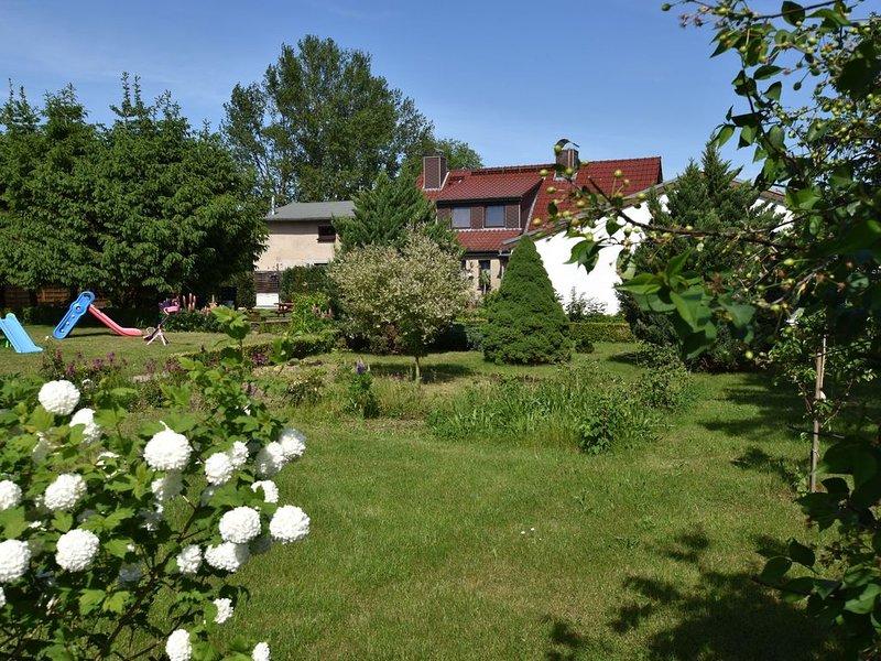 Beautiful Apartment in Robertsdorf with Garden, vacation rental in Blowatz