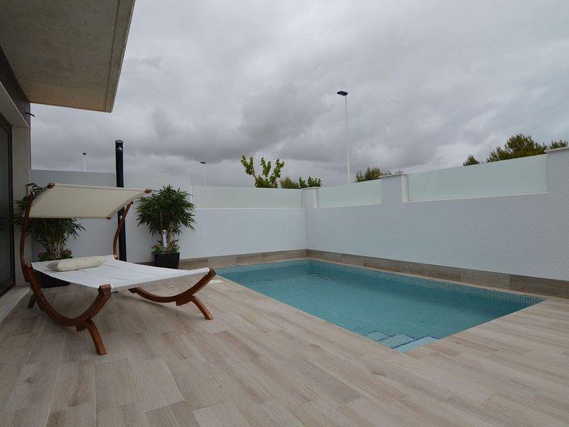 Attractive Holiday Home in San Pedro del Pinetar with Garden, location de vacances à San Pedro del Pinatar