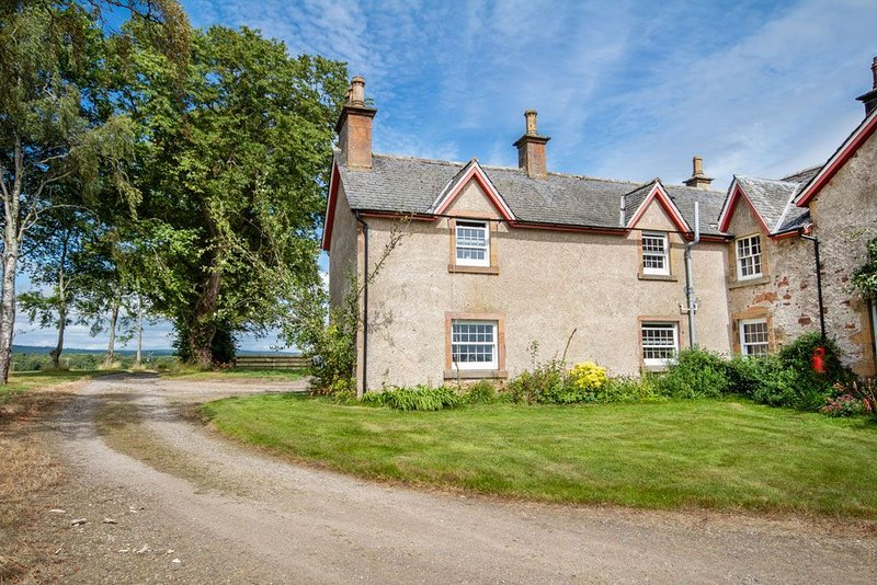 On the NC500 route, close to Invergordon and Tain in Easter Ross., holiday rental in Cadboll