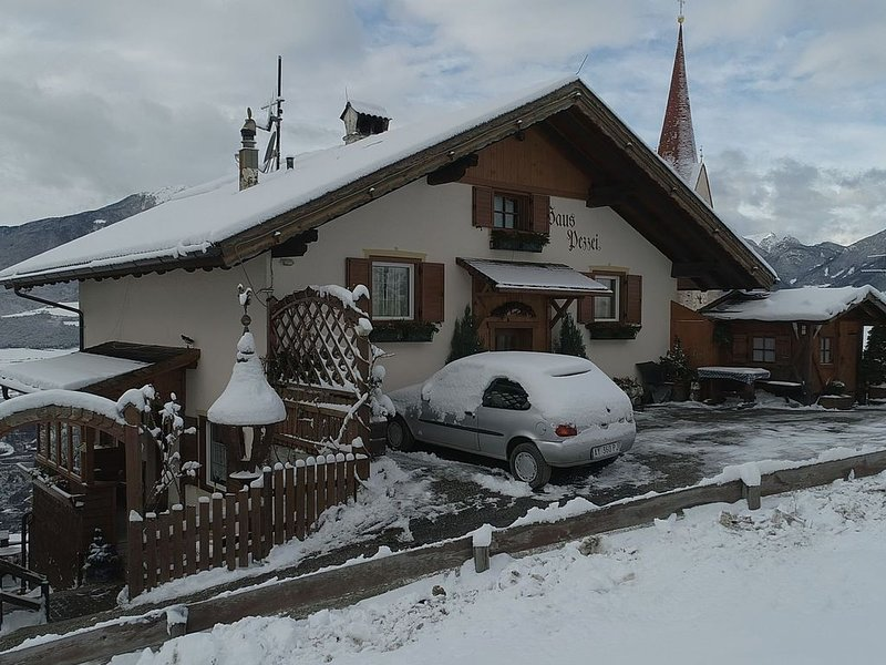 Modern Chalet in Bressanone with Balcony, location de vacances à Maranza