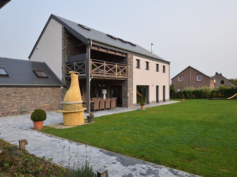 Grandeur Villa with Sauna & Jacuzzi in Durbuy, aluguéis de temporada em Durbuy