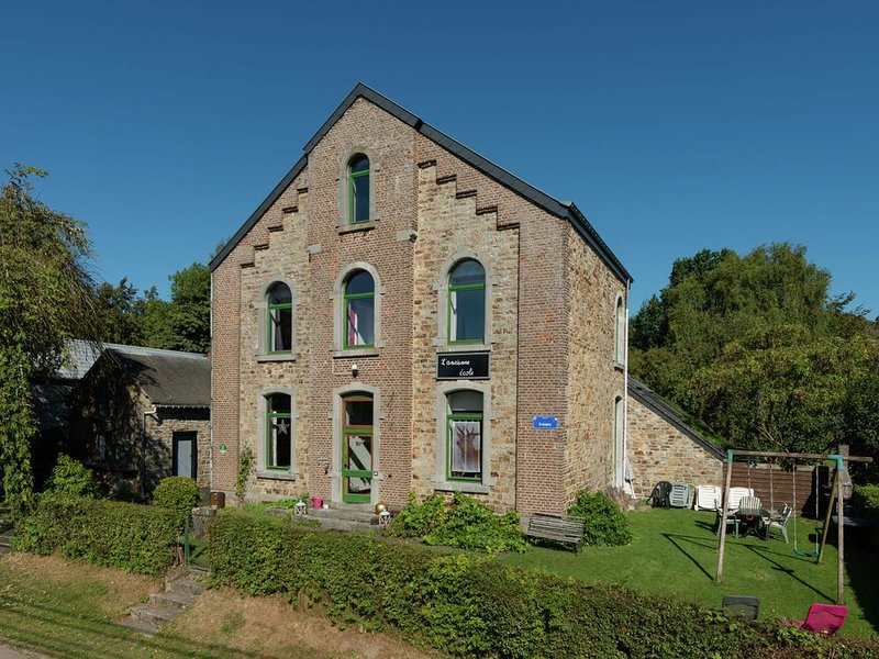 Nice holiday cottage situated in the heart of the Ardennes, vacation rental in Amonines