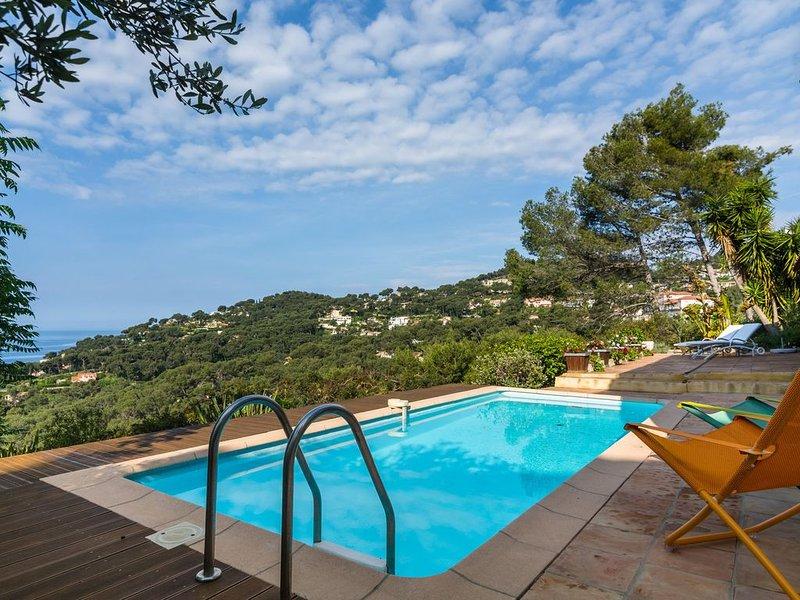 Nice house with beautiful sea views on the peninsula of Hyeres, aluguéis de temporada em Hyeres