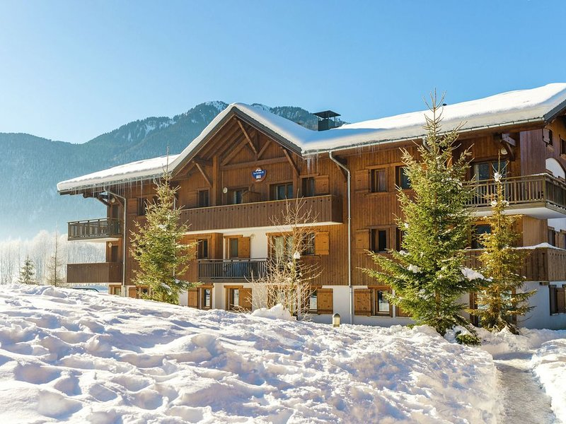 Attractive apartment with a balcony in Le Grand Massif, location de vacances à Sixt-Fer-a-Cheval