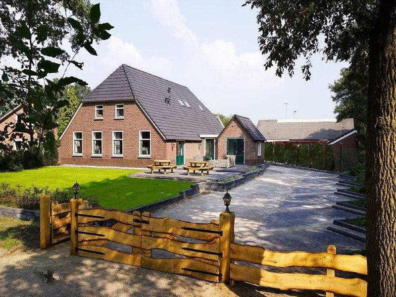 Beautiful Holiday Home in Heino with Swimming Pool, vacation rental in Overijssel Province
