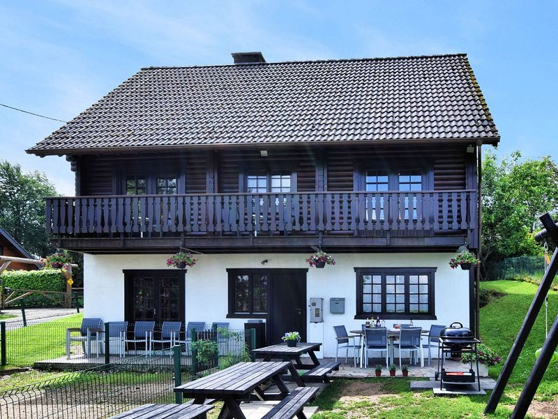 Pleasing Chalet in Fraiture (vielsalm) with Balcony, Garden, holiday rental in Manhay