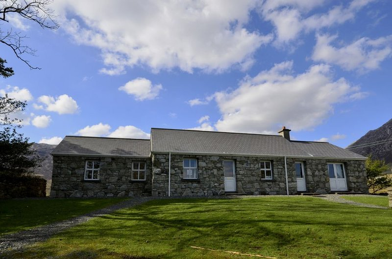 Cottage 163 - Recess, holiday rental in Maam Cross