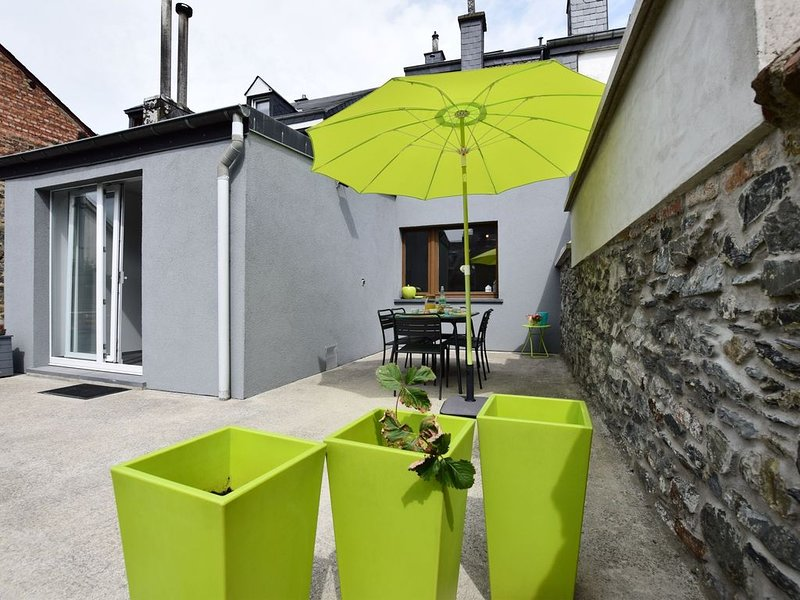 Pretty fully-renovated house in a quiet district in the centre of Bastogne, vacation rental in Bastogne