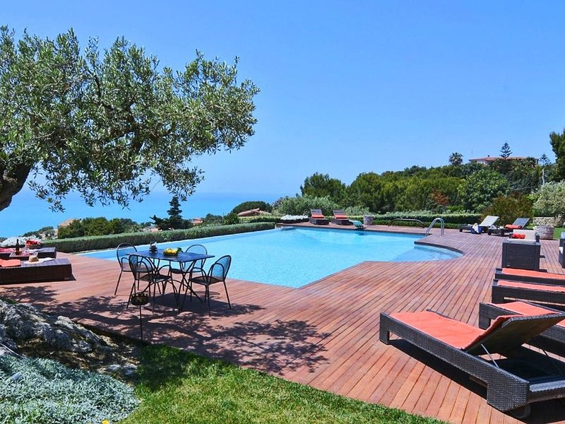 Villa with pool in South Sicily 12 guests 5 bedrooms, holiday rental in Marina di Butera