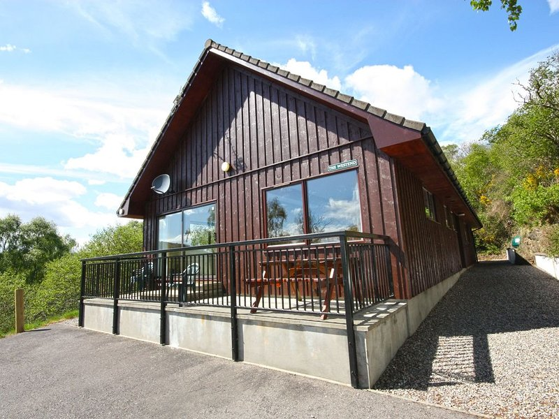 Loch Ness country lodge with great views, holiday rental in Abriachan