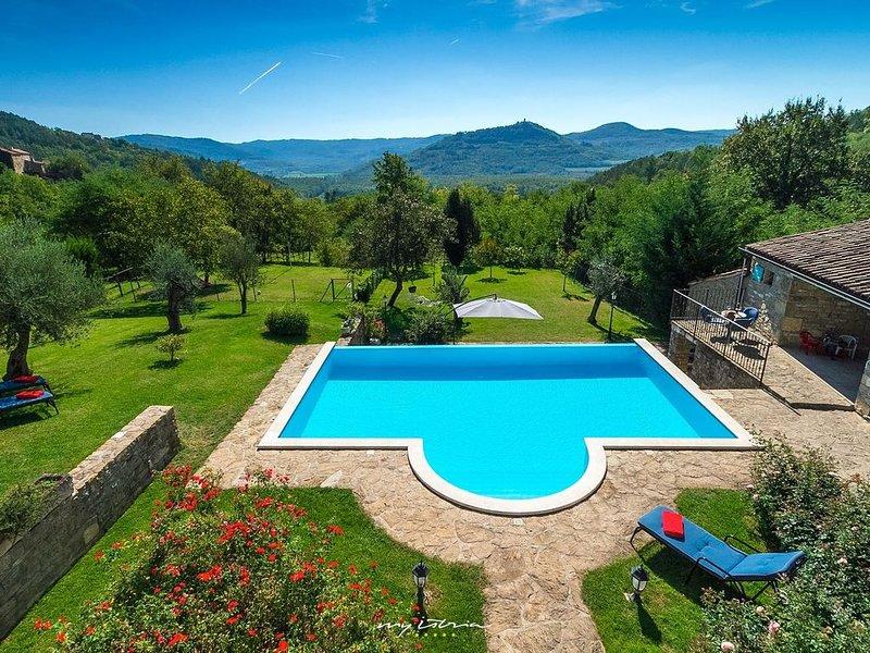 Beautiful stone villa with private pool in Motovun, location de vacances à Livade