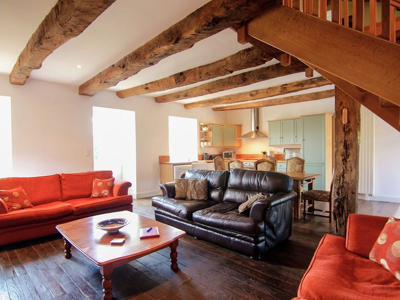 Peaceful Holiday Home in Thiviers  with Private Pool, vacation rental in Thiviers