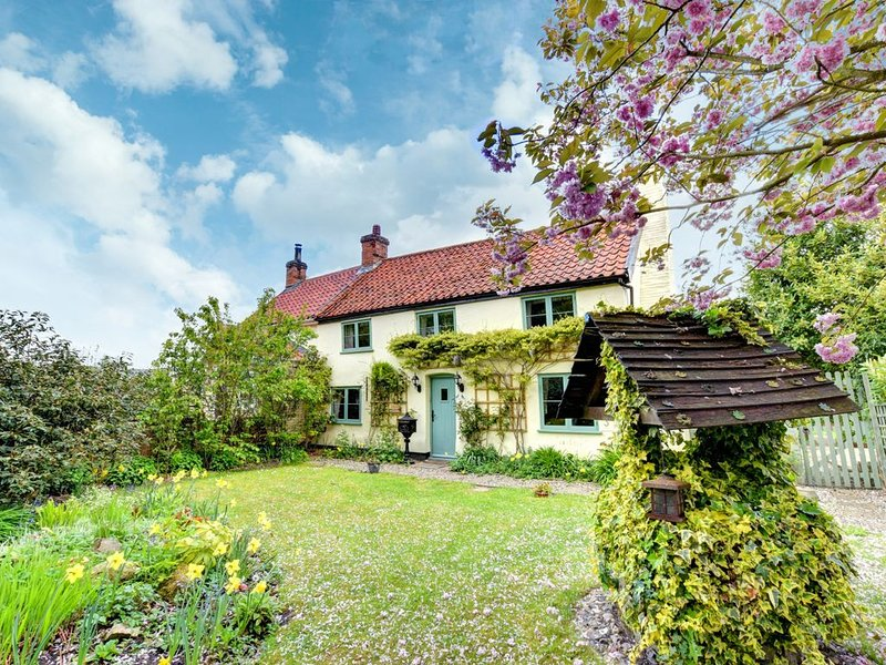The Cottage - Three Bedroom House, Sleeps 6, vacation rental in Pulham Market