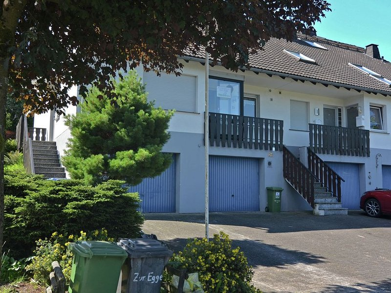 Cosy terraced house close to Winterberg with open fireplace, terrace and garden, holiday rental in Elkeringhausen