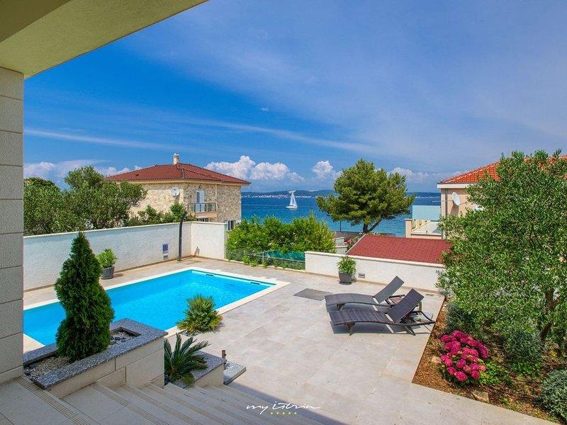 Beautiful villa with pool on the Island of Ugljan, aluguéis de temporada em Kukljica