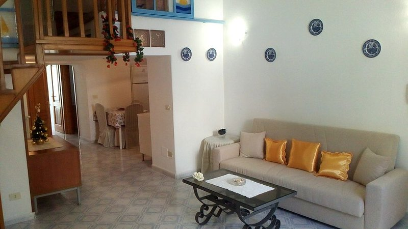 Accogliente appartamento situato nel cuore del centro storico di Ischia Ponte, casa vacanza a Isola di Ischia