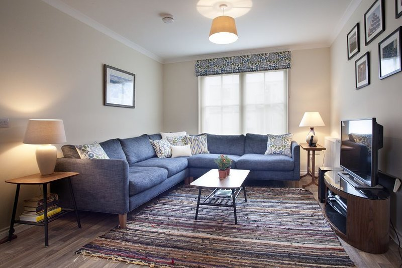 Interior Designer's own holiday home in Dornoch, vacation rental in Tain