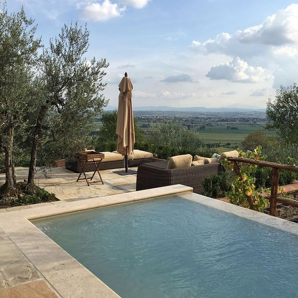 A villa that sleeps 6 guests  in 2 bedrooms, holiday rental in Castiglion Fiorentino