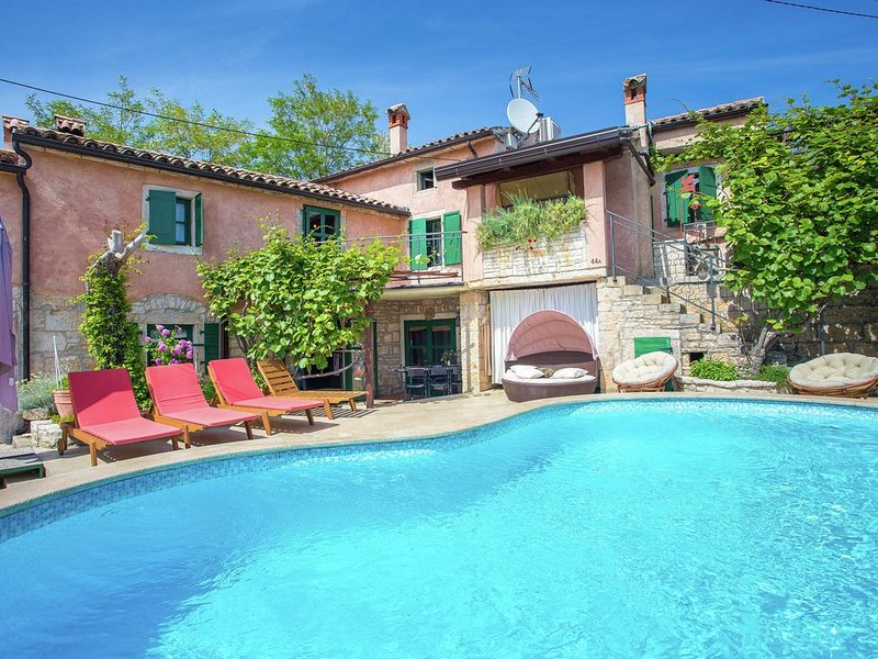 Authentic stone holiday house with private pool and very nice location in Istria, vacation rental in Marici