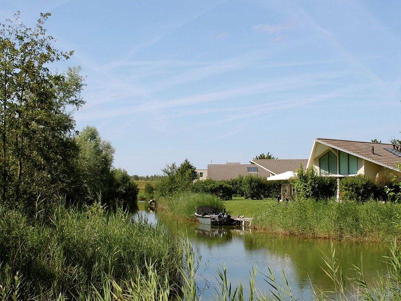Comfortable holiday home with two bathrooms at Veerse Meer, alquiler vacacional en Geersdijk