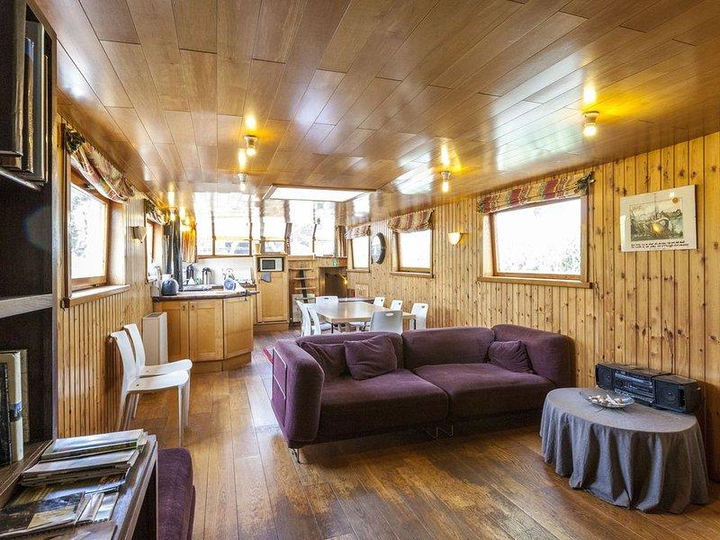 Cushy Boat in Merkem with Terrace, holiday rental in Westvleteren