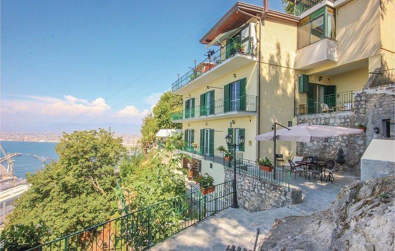 4 Zimmer Unterkunft in C.mmare di Stabia -NA-, holiday rental in Castellammare Di Stabia