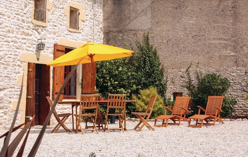 3 Zimmer Unterkunft in Le Gicq, holiday rental in Cresse