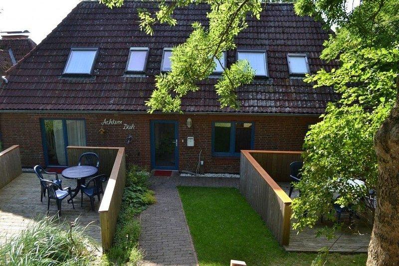 Haus hinterm Deich, App. 2, location de vacances à Vollerwiek