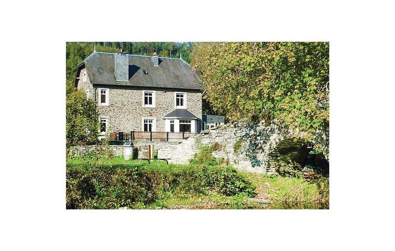 10 Zimmer Unterkunft in Vresse-sur-Semois, holiday rental in Montherme