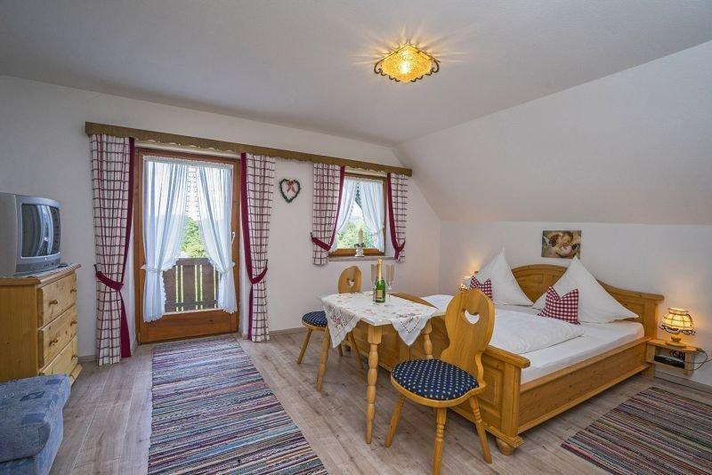 Ferienwohnung für 2-5 Personen, 3 Schlafzimmer, 2 Bäder, Alleinlage mit  Bergbli, holiday rental in Bad Reichenhall