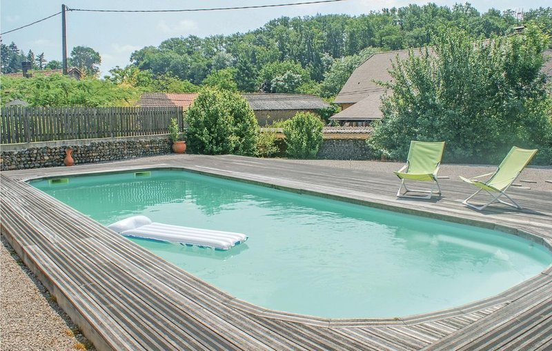 4 Zimmer Unterkunft in Sombrun, holiday rental in Vic-en-Bigorre