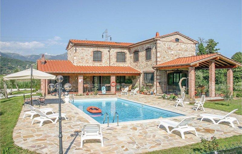 4 Zimmer Unterkunft in Lido di Camaiore LU, holiday rental in Capezzano Pianore