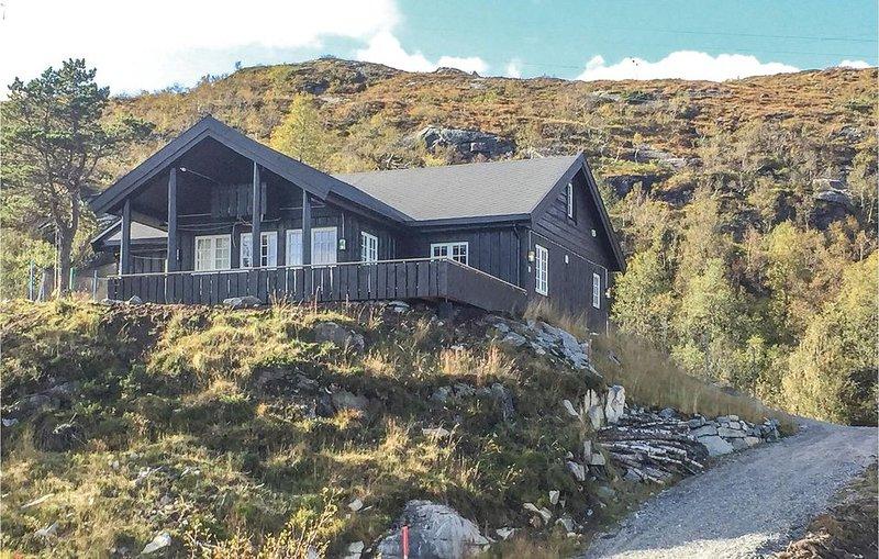 5 Zimmer Unterkunft in Matredal, vacation rental in Matre