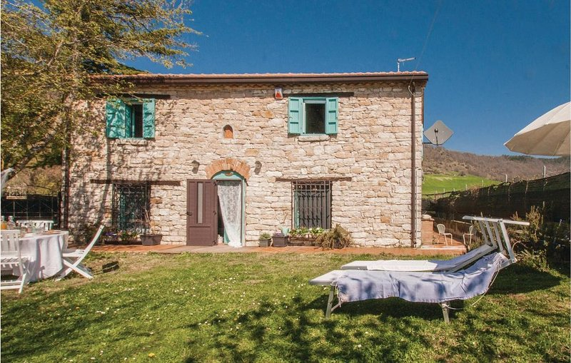 2 Zimmer Unterkunft in Montegrimano Terme PU, vacation rental in Pietracuta