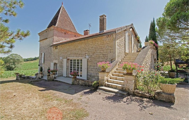3 Zimmer Unterkunft in Villeneuve-sur-Vère, vacation rental in Monesties