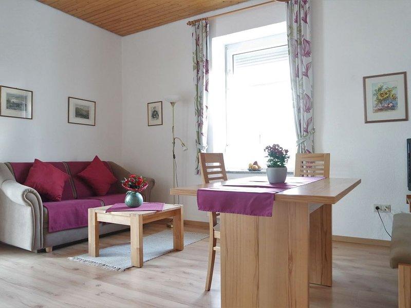 Wohnung LISTSEE: Zwei-Zimmer-Wohnung für 1- 3 Personen mit glasüberdachtem Balko, holiday rental in Bad Reichenhall