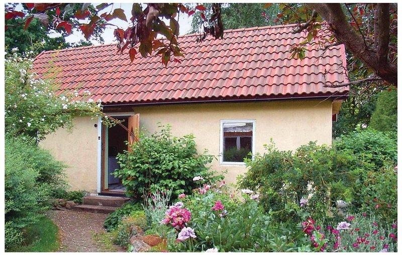 1 Zimmer Unterkunft in Tomelilla, holiday rental in Lovestad