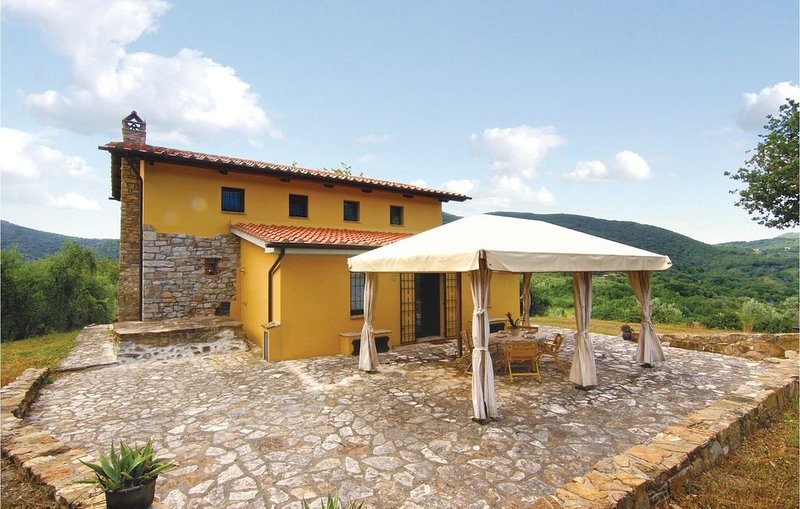 2 Zimmer Unterkunft in Scarlino (GR), vacation rental in Scarlino