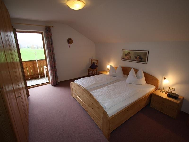 Ferienwohnung mit Bergblick für 2-4 Personen mit 2 Schlafzimmern, holiday rental in Bad Reichenhall