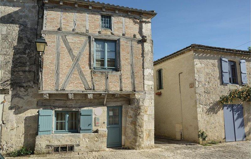 2 Zimmer Unterkunft in Montjoi, vacation rental in Beauville