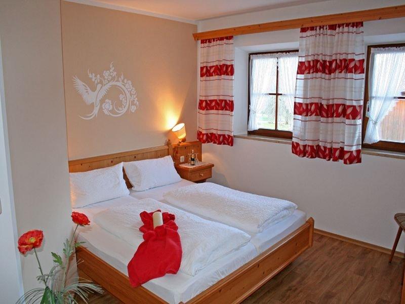 Ferienwohnung Nr. 3, 1-2 Personen, 40 qm, Ostbalkon, TV, W-LAN, 1 Schlafzimmer, holiday rental in Unken