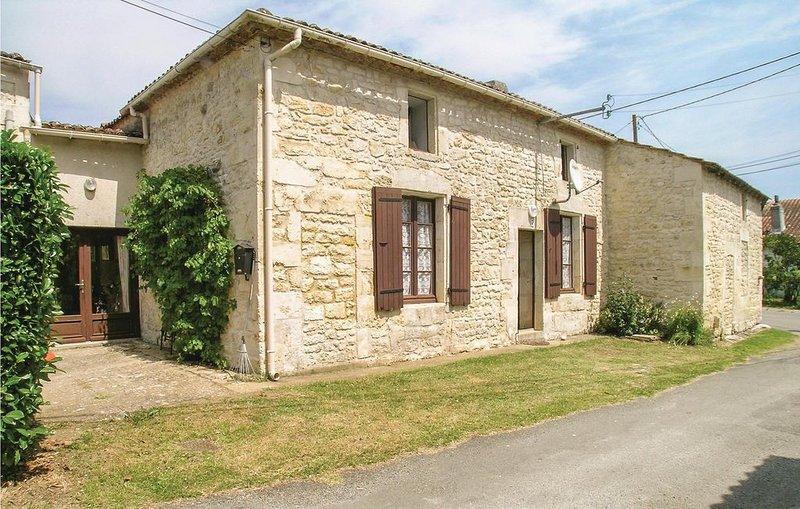 3 Zimmer Unterkunft in Gemozac, holiday rental in Montpellier de Medillan