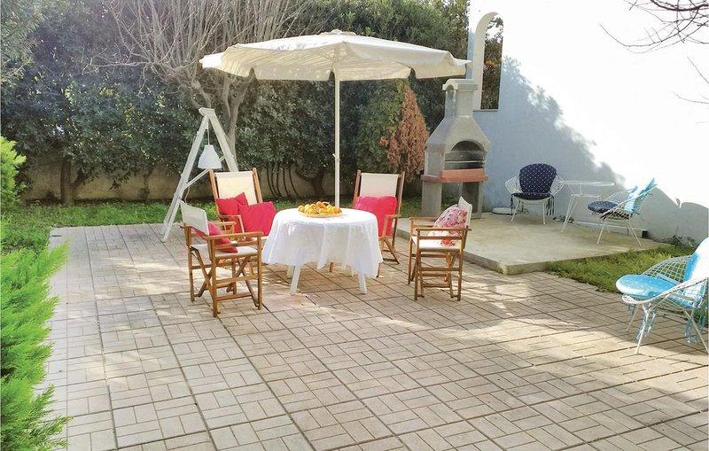 4 Zimmer Unterkunft in Agios Vasilios, vacation rental in Platanitis