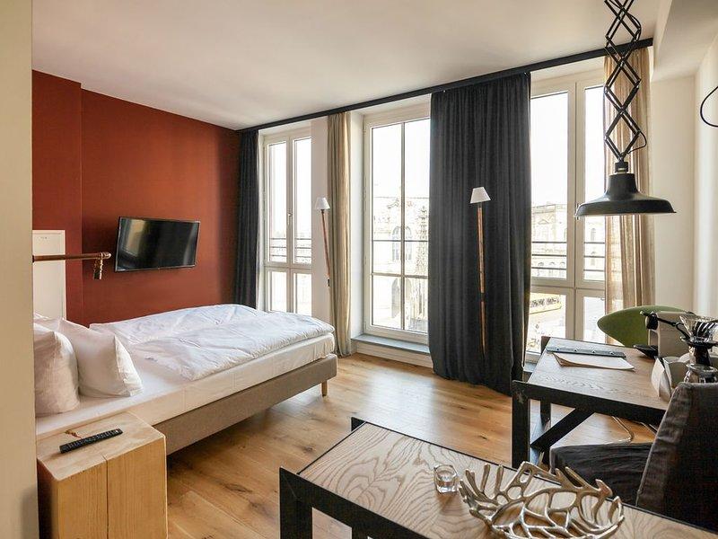 Suite S, 27qm, 1 Wohn-/Schlafraum, max. 3 Personen, vacation rental in Dresden