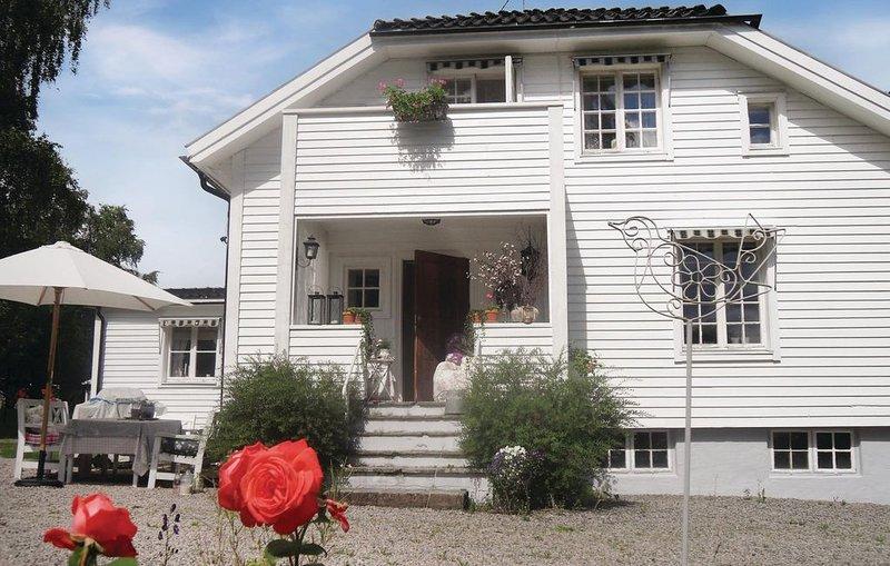 4 Zimmer Unterkunft in Åmotfors, vacation rental in Charlottenberg