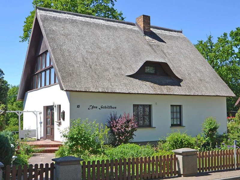 Traumhafte, strandnahe Ferienwohnung mit Terrasse, WLAN und Stellplatz, Ferienwohnung in Seebad Heringsdorf