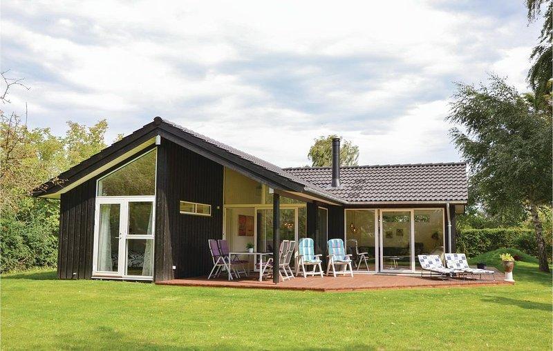 3 Zimmer Unterkunft in Dronningmølle – semesterbostad i Hornbaek